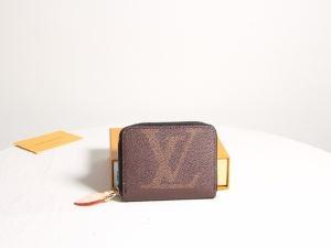 2019年秋に買うべき   ルイ ヴィトン 寒くないのに春らしい  LOUIS VUITTON 財布/ウォレット 季節感と柔らかい雰囲気を演出