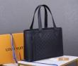 ルイヴィトン トートバッグ 人気 コーデにシックさが混在 メンズ Louis Vuitton コピー ブラック ブランド 品質保証